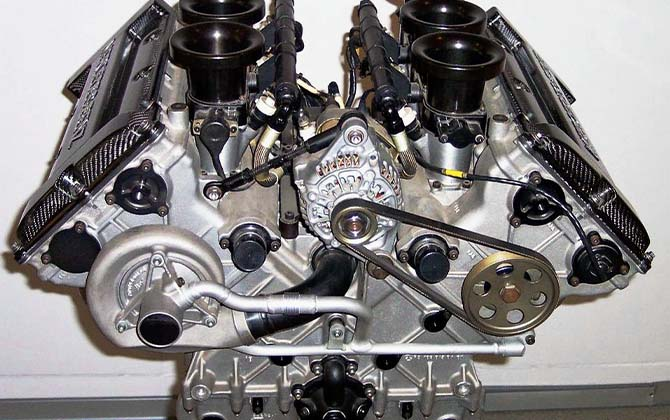 Многотопливный газовый двигатель